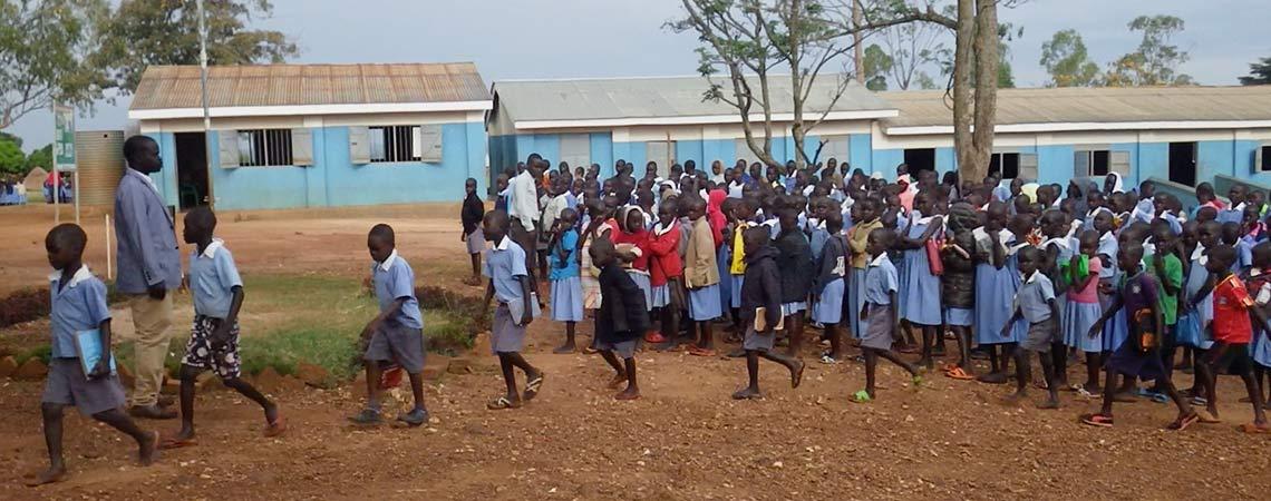 http://www.schoolsforrefugees.org/wp-content/uploads/2016/12/going-to-class.jpg